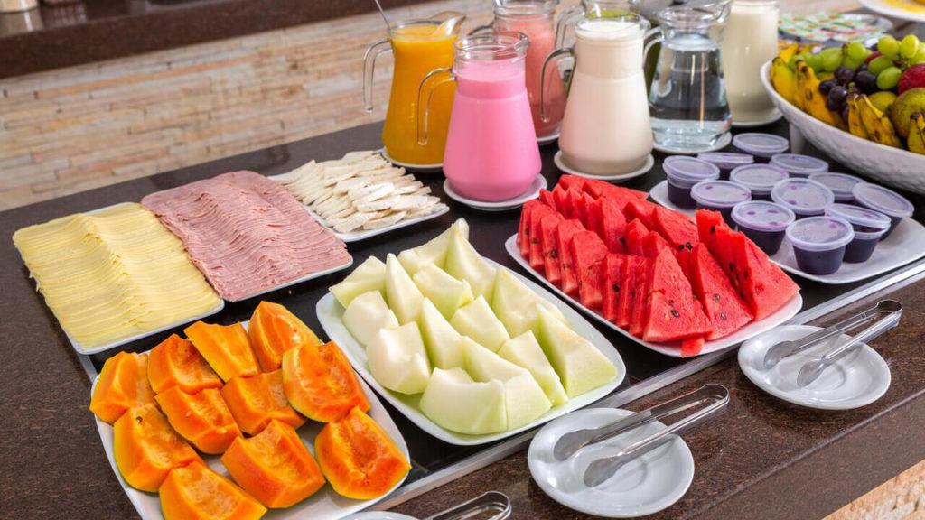 Café da manhã no Quinta do Sol Praia Hotel