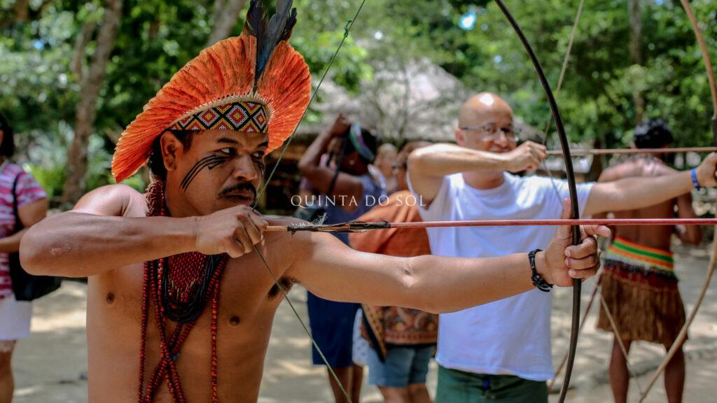 Arco e fecha na reserva indígena pataxó