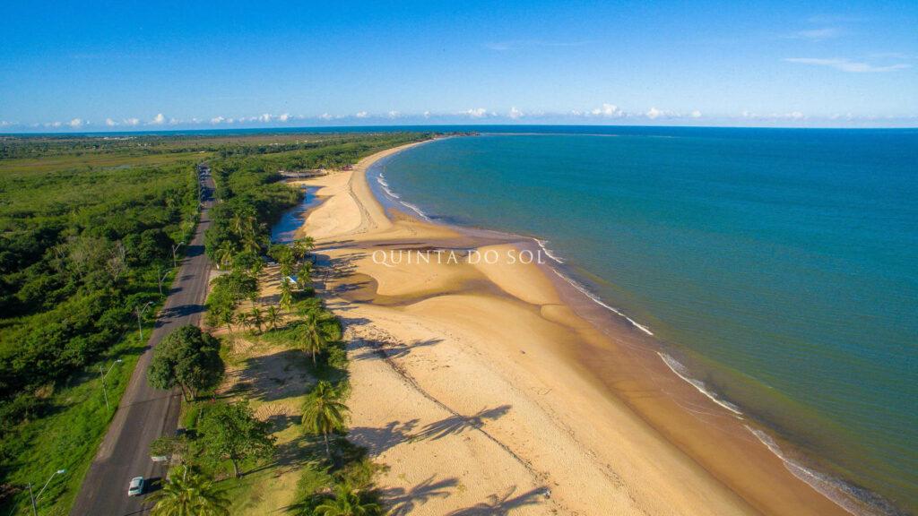 Faixa de areia da Praia de Tapearapuan
