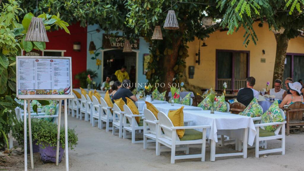 Quadrado de Trancoso restaurante pela tarde