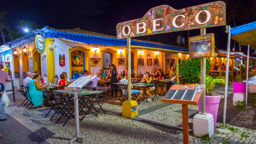 Restaurantes na Passarela do Descobrimento a noite