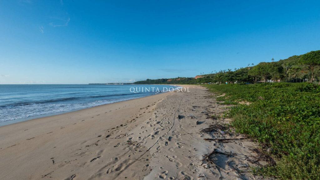 Praia de Curuipe na Faixa de Areia pela Tarde.